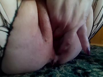 brought her pussy to squirt with her fingers while on the ba