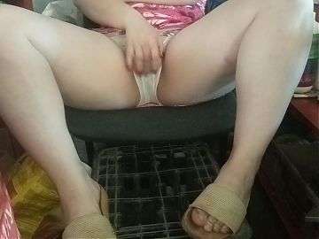 Showed pussy to stepbrother